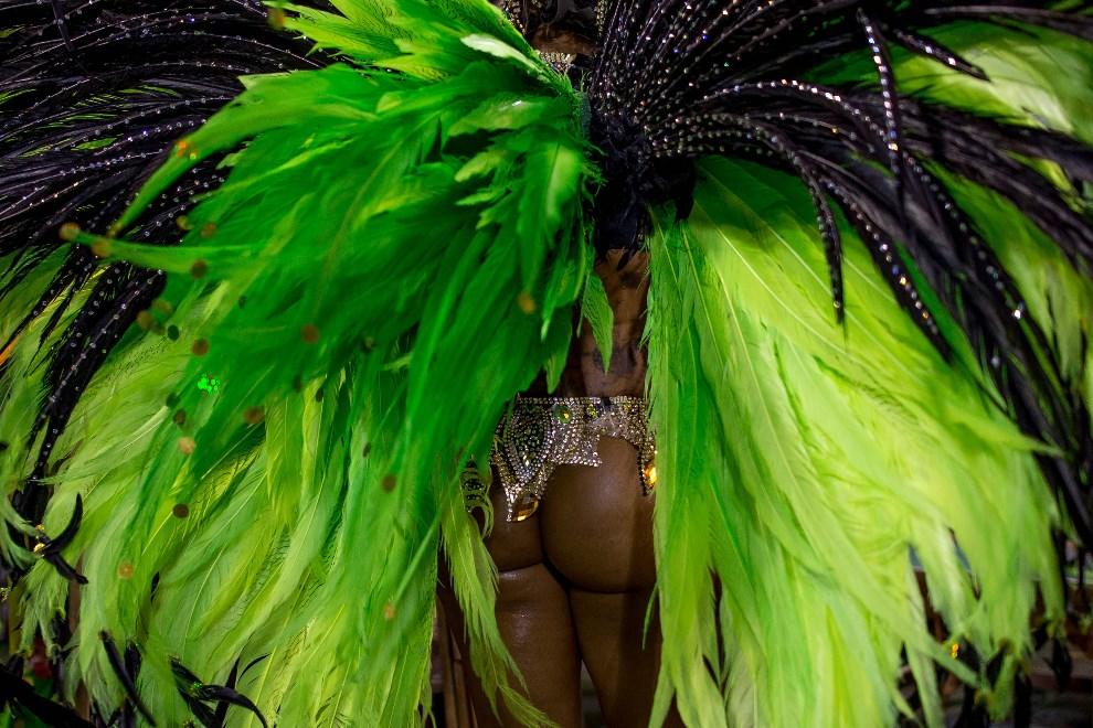 "24.BRAZYLIA, Rio de Janeiro, 2 marca 2014: Laynara Teles ze szkoły ""Imperio da Tijuca Samba"". (Foto: Buda Mendes/Getty Images)"