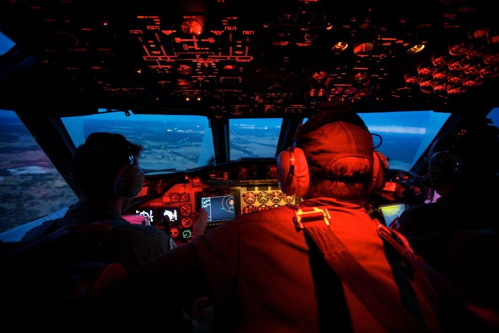 25.AUSTRALIA, Perth, 24 marca 2014: AP-3C Orion powracający z jedenastogodzinnej akcji ratowniczej. (Foto: Richard Wainwright - Pool/Getty Images)