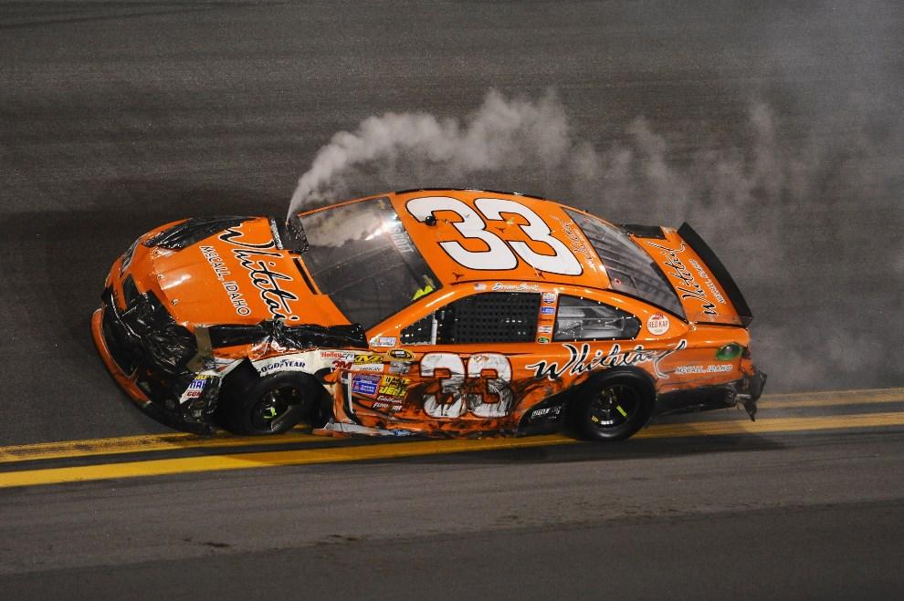 27.USA, Daytona Beach, 23 lutego 2014: Brian Scott (#33 Whitetail Chevrolet) w uszkodzonym samochodzie. (Foto: Robert Laberge/Getty Images)
