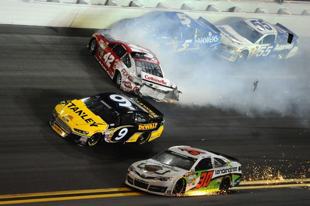 30.USA, Daytona Beach, 23 lutego 2014: Kyle Larson (#42 Target Chevrolet) w uszkodzonym samochodzie. (Foto: Robert Laberge/Getty Images)