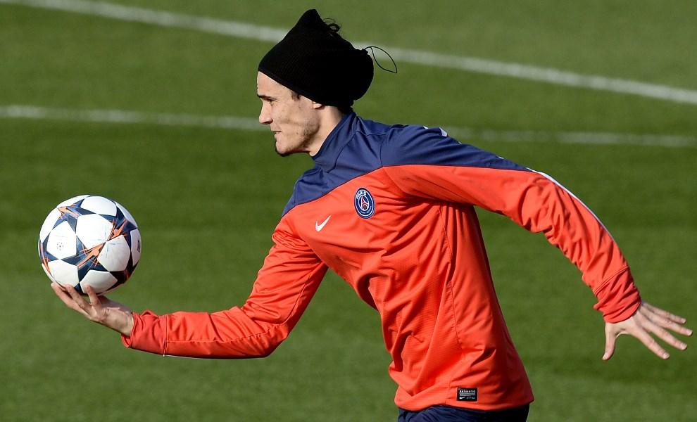 31.FRANCJA, Paryż, 11 marca 2014: Edinson Cavani (Paris Saint-Germain) podczas treningu. AFP PHOTO / FRANCK FIFE