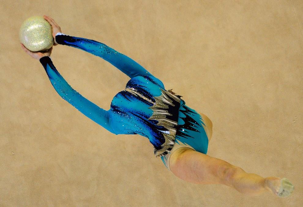 32.WĘGRY, Debreczyn, 16 marca 2014: Białorusinka Katsiaryna Halkina podczas występu na Mistrzostwach Świata. AFP PHOTO / ATTILA KISBENEDEK