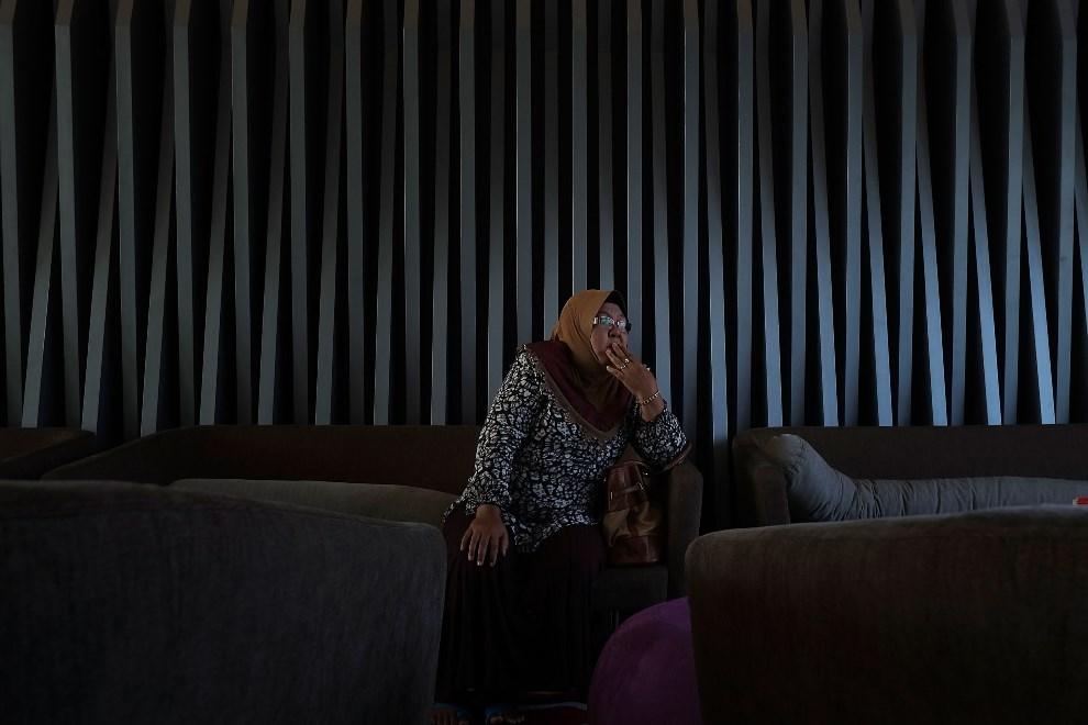 33.MALEZJA, Kuala Lumpur, 25 marca 2014: Krewna Mohamada Khairula Amriego – inżyniera lecącego na pokładzie zaginionego samolotu. (Foto: Rahman Roslan/Getty   Images)