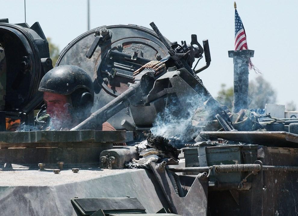 33.IRAK, Baquba, 24 czerwca 2004: M1-A1 Abrams po ostrzelaniu z granatnika. (Foto: Wathiq Khuzaie/Getty Images)
