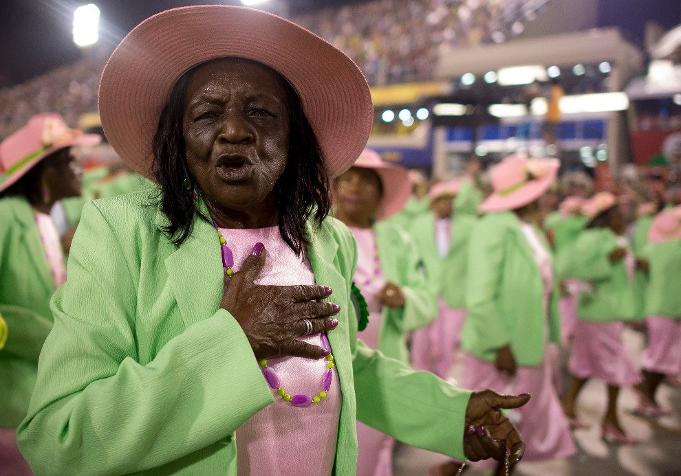 "37.BRAZYLIA, Rio de Janeiro, 2 marca 2014: Występ szkoły ""Mangueira Samba"". (Foto: Buda Mendes/Getty Images)"