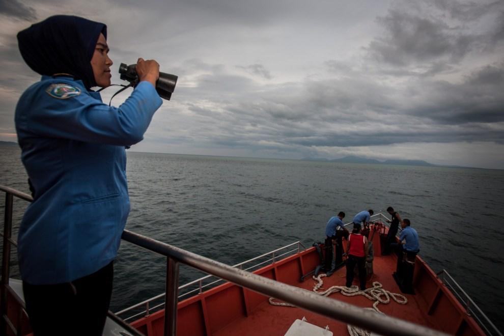 37.MORZE ANDAMAŃSKIE, 17 marca 2014: Indonezyjska jednostka przeszukująca wody Morza Andamańskiego. AFP PHOTO / CHAIDEER MAHYUDDIN