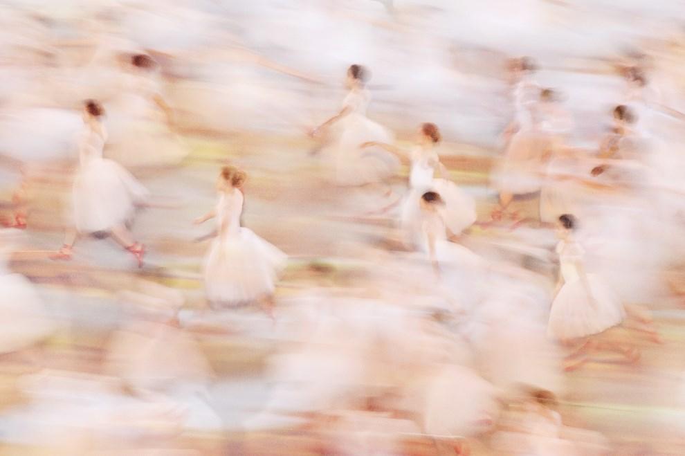 3.ROSJA, Soczi, 7 marca 2014: Baleriny tańczące podczas ceremonii otwarcia. (Foto: Dennis Grombkowski/Getty Images)