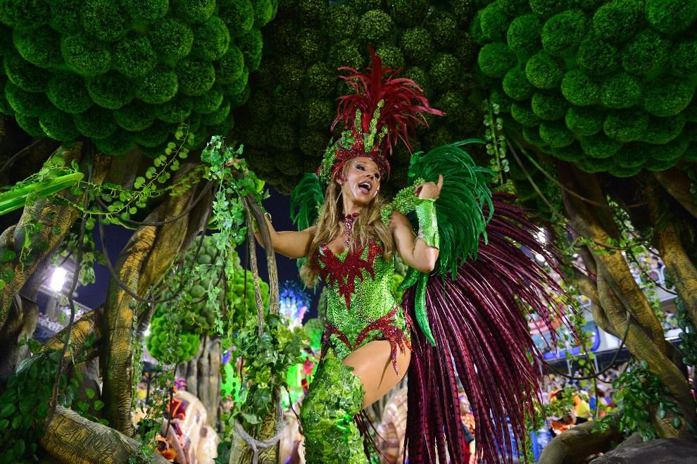 41.BRAZYLIA, Rio de Janeiro, 2 marca 2014: Catty Guetta, żona i producent muzyczny Davida Guetty. AFP PHOTO / CHRISTOPHE SIMON
