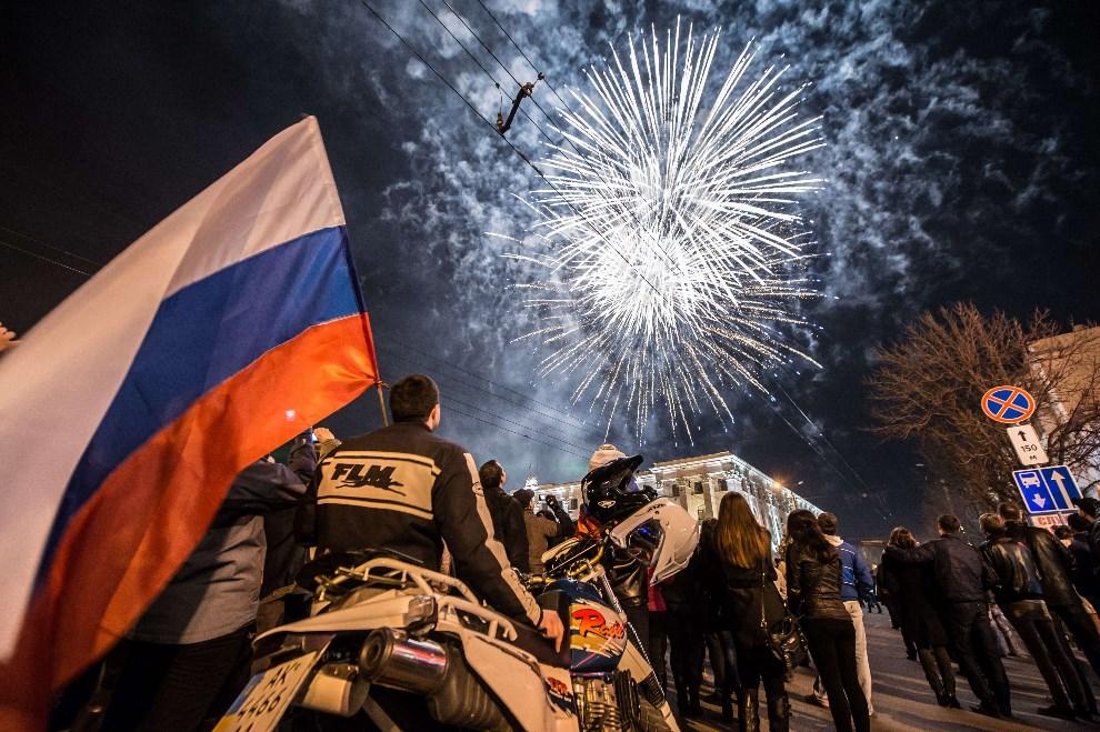 7.UKRAINA, Symferopol, 21 marca 2014: Świętowanie włączenia Krymu, decyzją Rosyjskiego parlamentu, do Federacji Rosyjskiej. AFP PHOTO / DMITRY SEREBRYAKOV