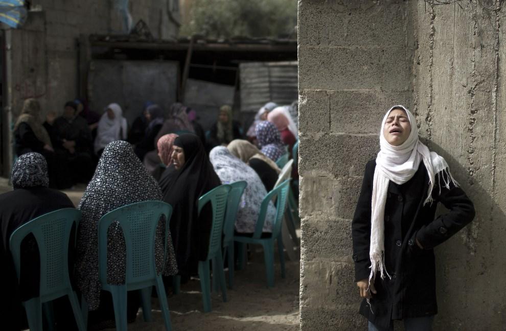 9.AUTONOMIA PALESTYŃSKA, Bajt Hanun, 4 marca 2014: Pogrzeb Musaada Alzaneena, ofiary nalotu izraelskiego. AFP PHOTO / MAHMUD HAMS