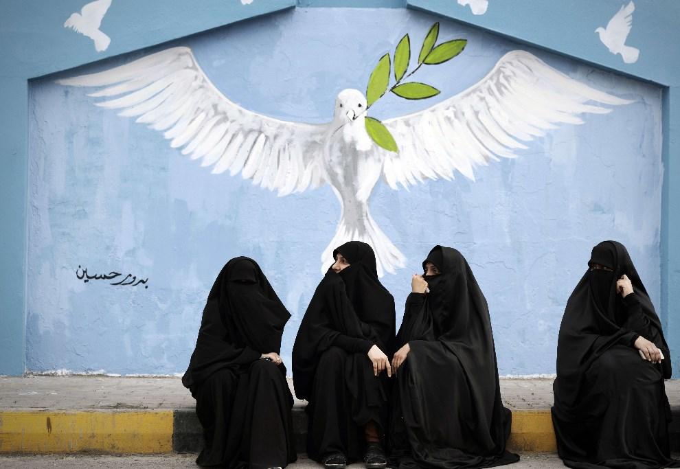 9.BAHRAJN, Abu Saiba, 21 marca 2014: Kobiety biorące udział w antyrządowym proteście. AFP PHOTO/MOHAMMED AL-SHAIKH