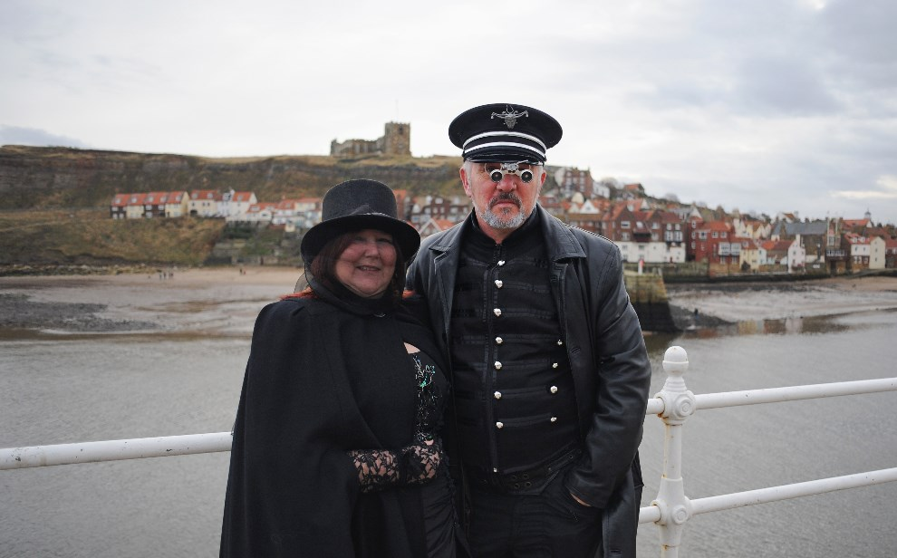 11.WIELKA BRYTANIA, Whitby, 2 listopada 2013: Adrian z Teresa Dingley z Isle of Wight. (Foto: Ian Forsyth/Getty Images)