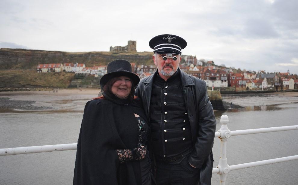 11.WIELKA BRYTANIA, Whitby, 2 listopada 2013: Adrian z Teresa Dingley z Isle of Wight. (Foto: Ian Forsyth/Getty Images)