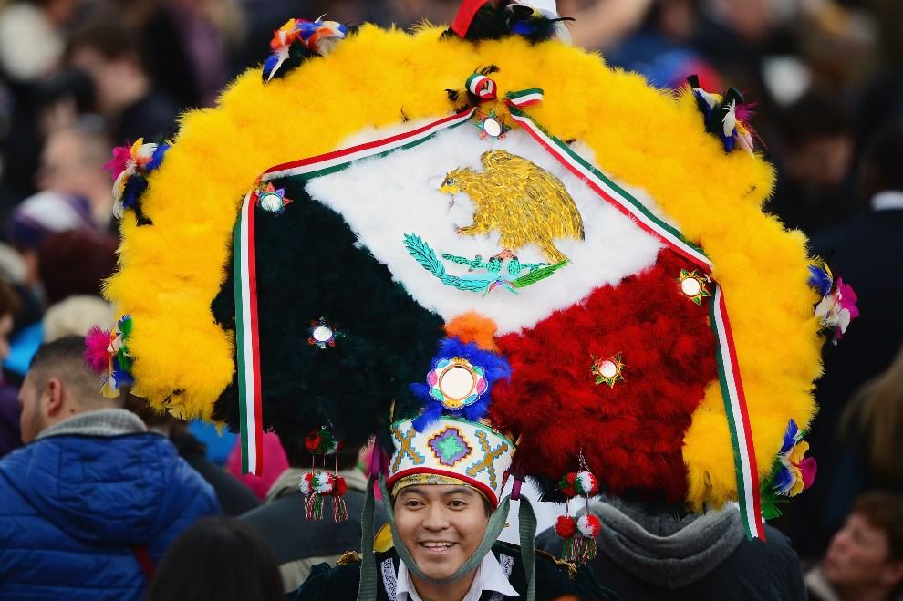 16.WATYKAN, 27 kwietnia 2014: Pielgrzym z Meksyku. (Foto: Jeff J Mitchell/Getty Images)