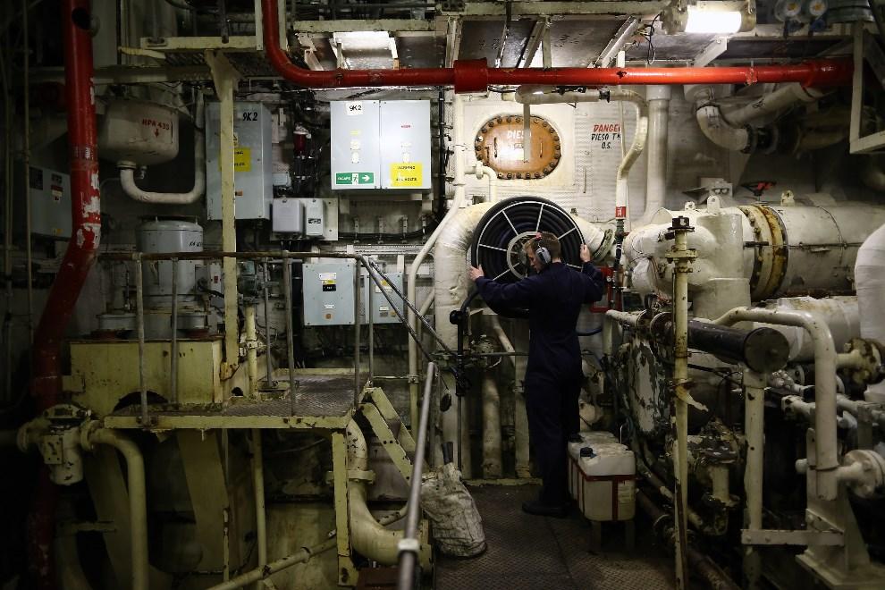 17.WIELKA BRYTANIA, Londyn, 10 maja 2013: Maszynownia lotniskowca  HMS Illustrious. (Foto: Dan Kitwood/Getty Images)