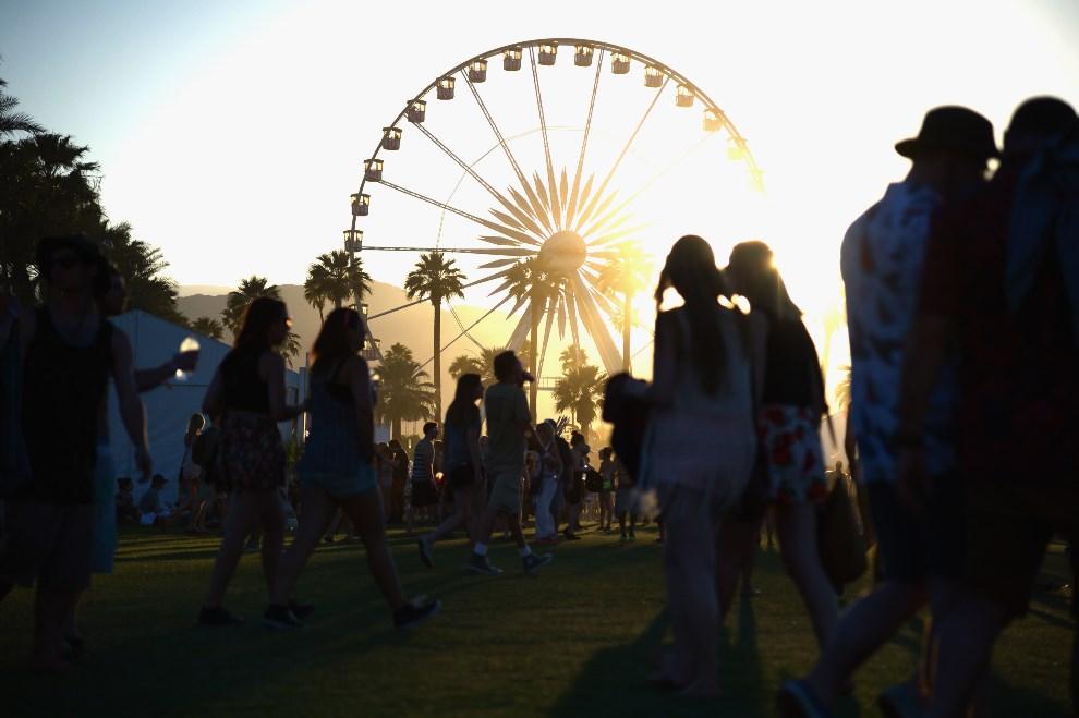 19.USA, Indio, 11 kwietnia 2014: Diabelski młyn w pobliżu pola, na którym zorganizowano festiwal. (Foto: Jason Kempin/Getty Images for Coachella)
