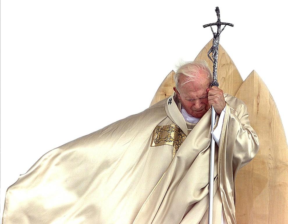 1.SŁOWENIA, Maribor, 19 września 1999: Jan Paweł II celebruje mszę beatyfikacyjną Antoniego Martina Slomseka (1800-1862). AFP PHOTO GABRIEL BOUYS