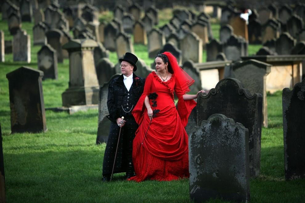 20.WIELKA BRYTANIA, Whitby, 27 października 2007: Tony z Angela Lightowler w chwilę po odnowieniu ślubów małżeńskich. (Foto: Christopher Furlong/Getty Images)