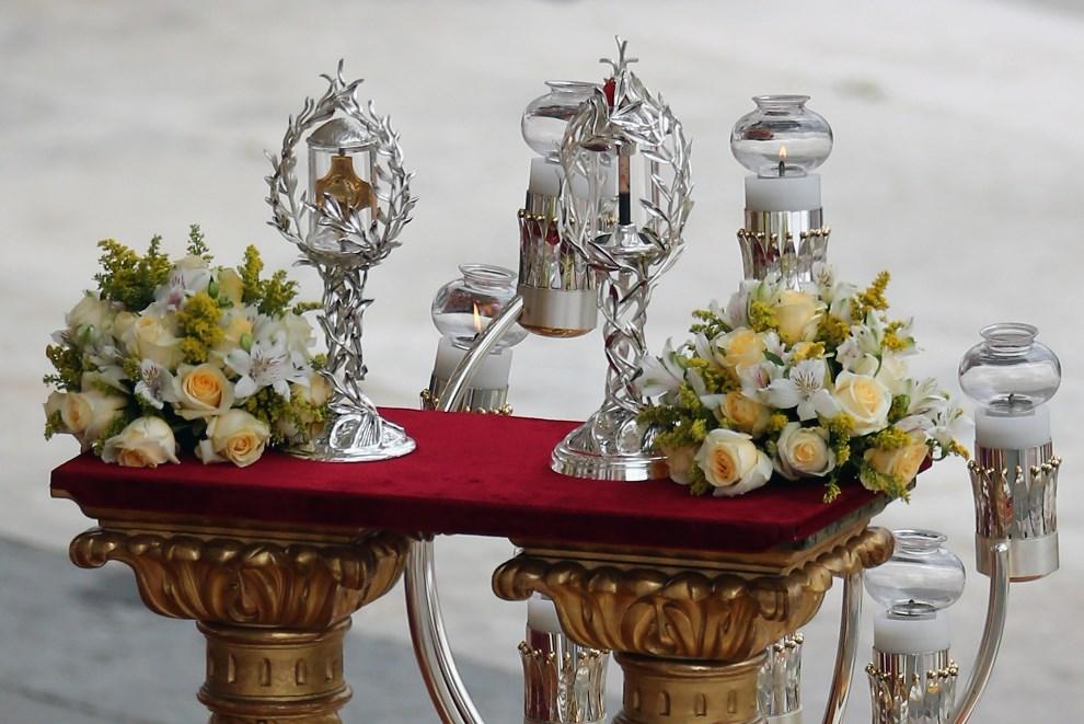 23.WATYKAN, 27 kwietnia 2014: Relikwie Jana XXIII i Jana Pawła II. (Foto: Dan Kitwood/Getty Images)
