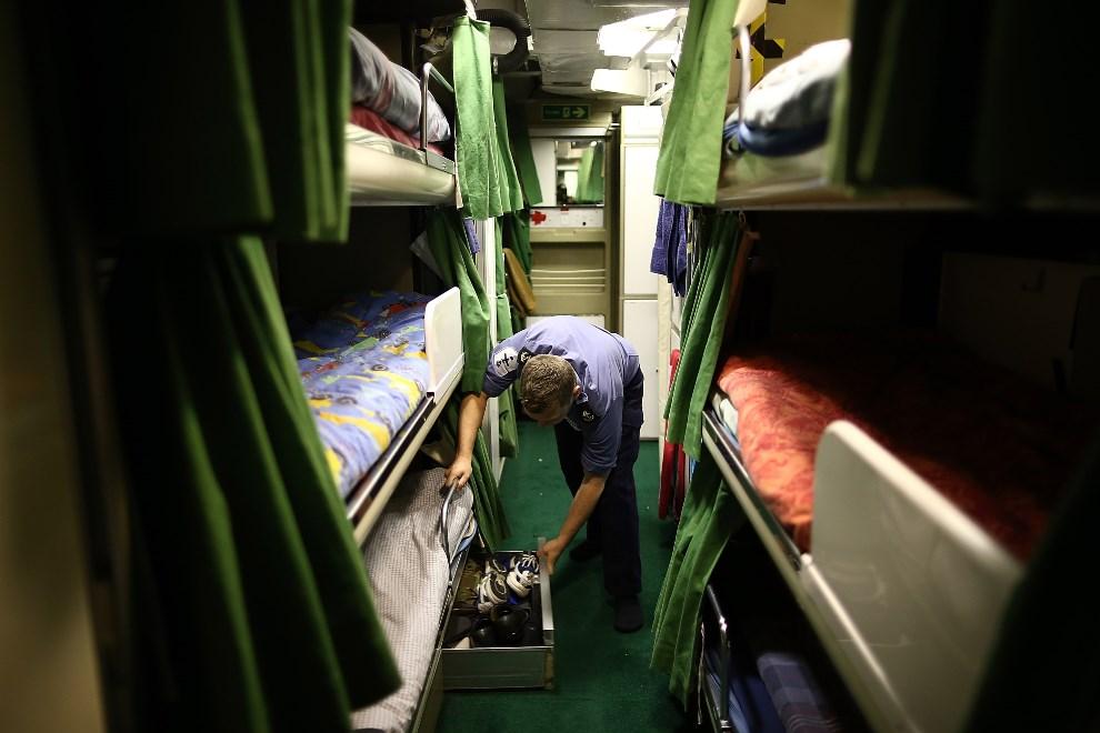 24.WIELKA BRYTANIA, Londyn, 10 maja 2013: Wnętrze kajuty na pokładzie HMS Illustrious. (Foto: Dan Kitwood/Getty Images)