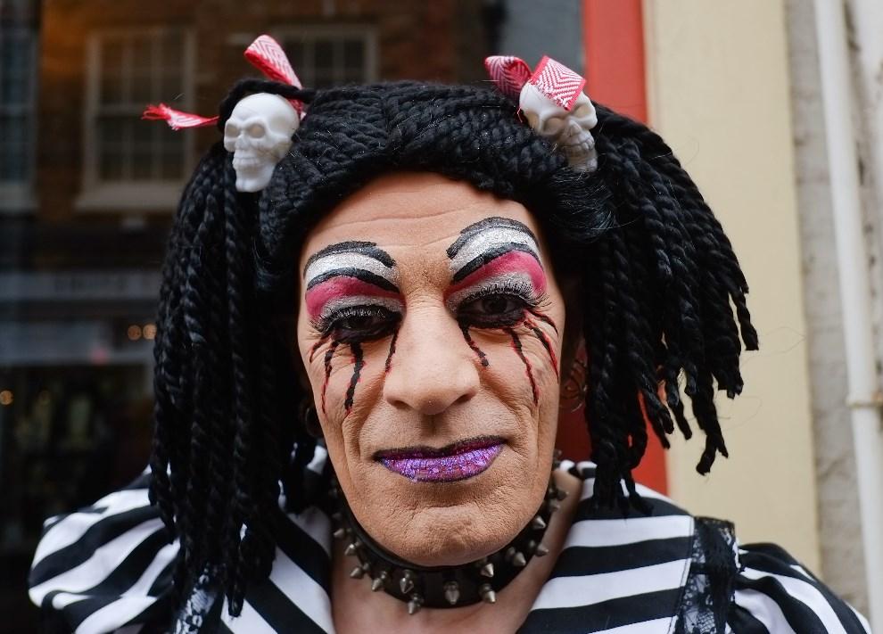 24.WIELKA BRYTANIA, Whitby, 26 kwietnia 2014: Jeden z uczestników zabawy z okazji gotyckiego weekendu w Whitby. (Foto: Ian Forsyth/Getty Images)