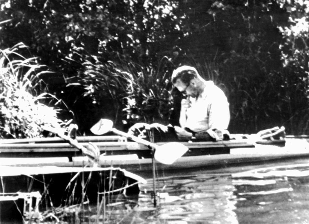 2.BRAK LOKALIZACJI, październik 1978: Karol Wojtyła w kajaku.  AFP