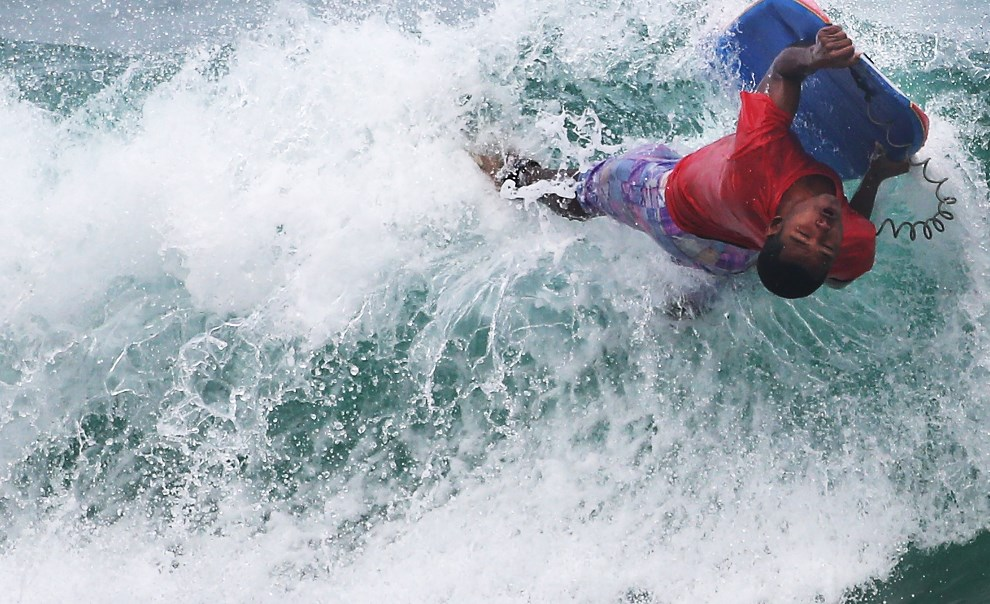 30.BRAZYLIA, Rio de Janeiro, 25 marca 2014: Body boarder na plaży  Arpoador. (Foto: Mario Tama/Getty Images)
