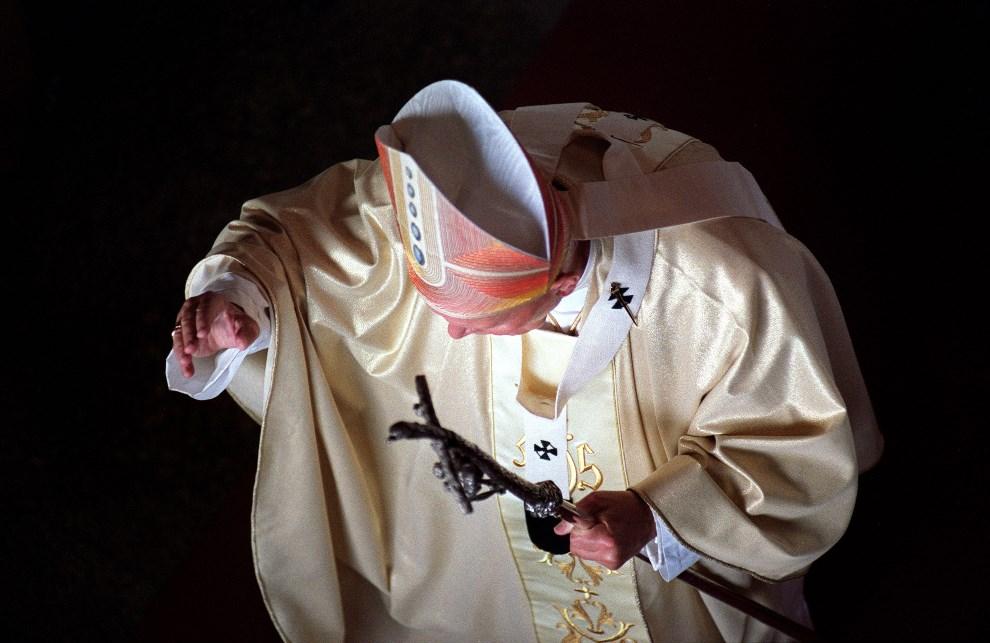 31.BRAZYLIA, Rio de Janeiro, 4 października 1997: Jan Paweł II w trakcie pielgrzymki do Brazylii.  AFP