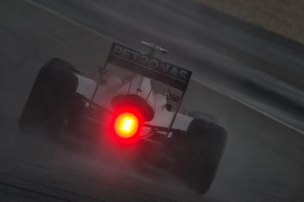32.MALEZJA, Sepang, 29 marca 2014: Mercedes prowadzony przez Lewisa Hamiltona podczas kwalifikacji do GP Malezji. AFP PHOTO / MOHD RASFAN