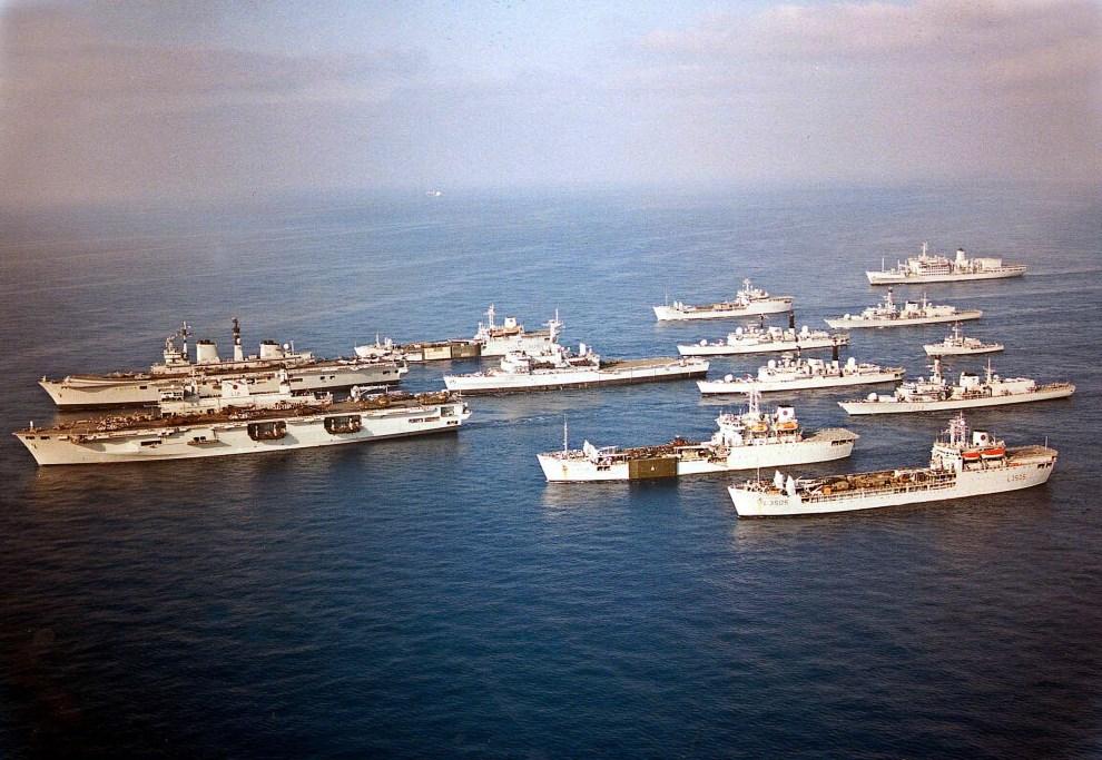 33.MORZE ŚRÓDZIEMNE, (brak daty):  HMS Illustrious na czele grupy okrętów. AFP
