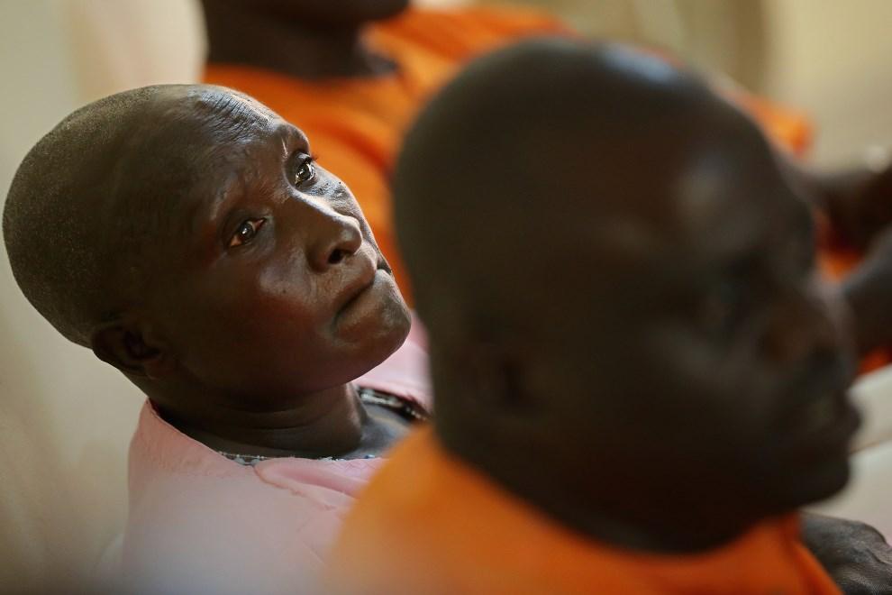 33.RWANDA, Nyanza, 3 kwietnia 2014: Daferose Datimana (58 lat), Hutu skazany za ludobójstwo  z roku 1994. (Foto: Chip Somodevilla/Getty Images)