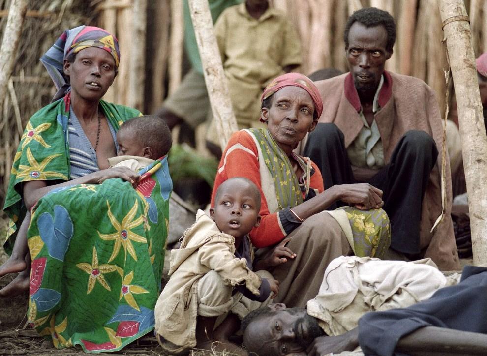 3.RWANDA, Kabgayi, 28 maja 1994: Tutsi w obozie dla uchodźców w Kabgayi.  AFP
