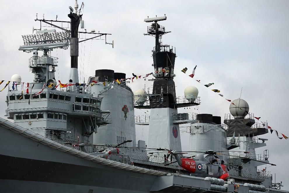 3.WIELKA BRYTANIA, Londyn, 10 maja 2013: Helikoptery Sikorsky SH-3 Sea King na pokładzie HMS Illustrious. (Foto: Dan Kitwood/Getty Images)