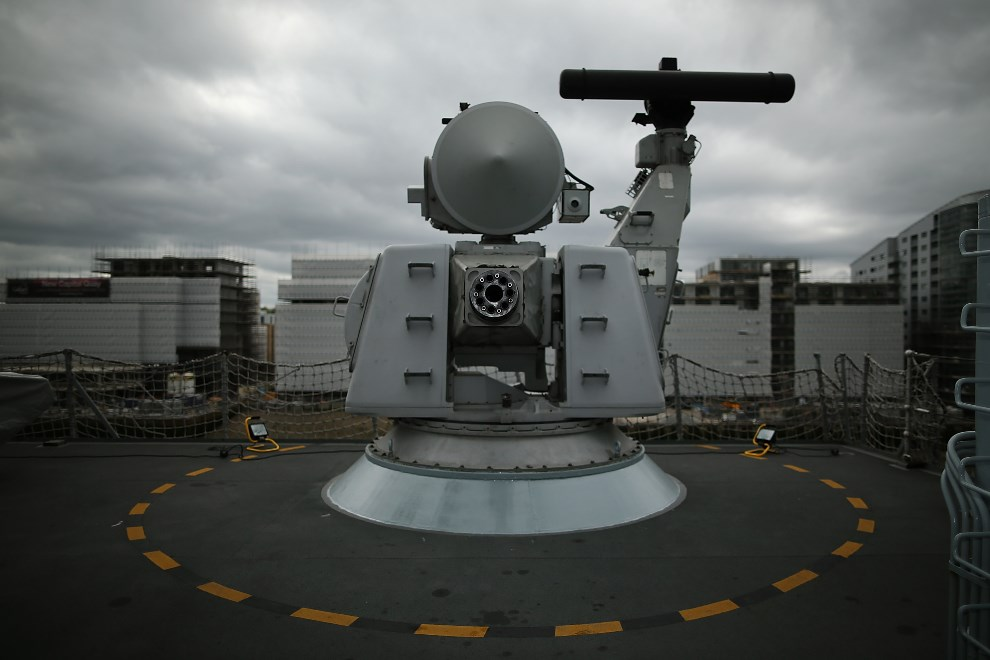 4.WIELKA BRYTANIA, Londyn, 10 maja 2013: Ciężki karabin maszynowy na pokładzie HMS Illustrious. (Foto: Dan Kitwood/Getty Images)