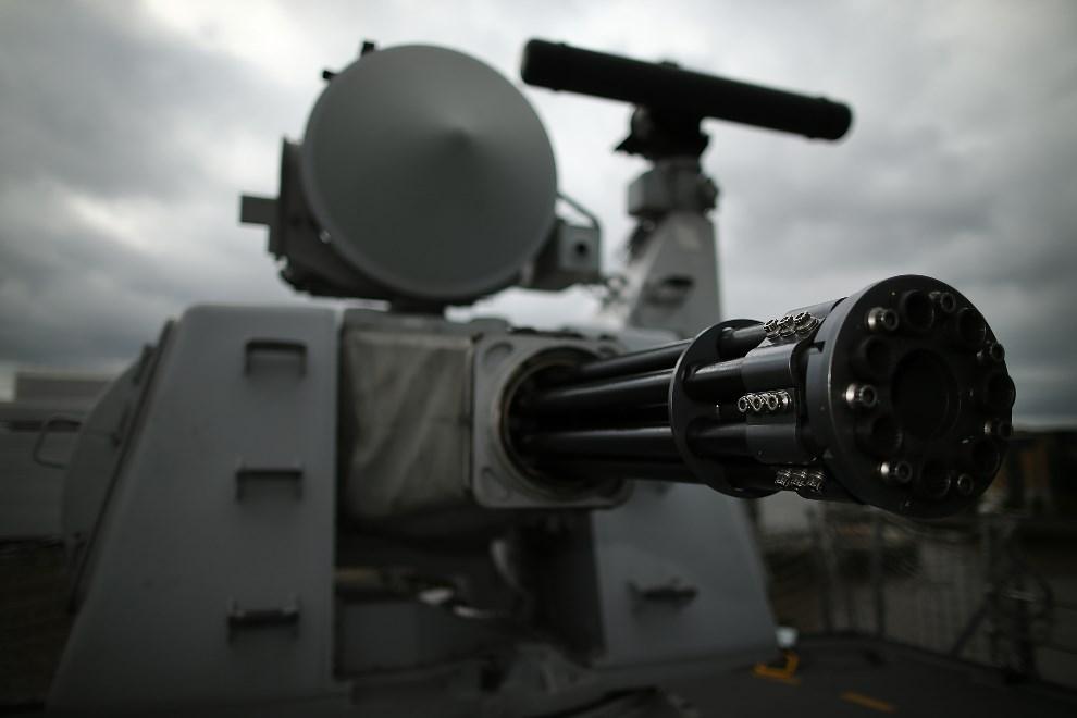 5.WIELKA BRYTANIA, Londyn, 10 maja 2013: Ciężki karabin maszynowy na pokładzie HMS Illustrious. (Foto: Dan Kitwood/Getty Images)