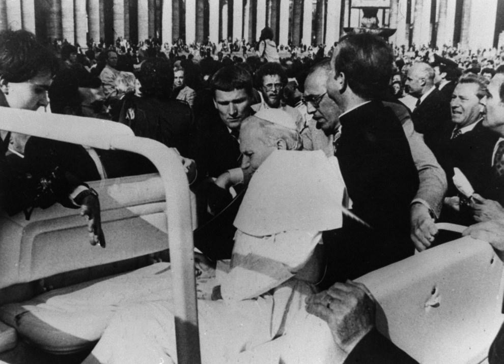 6.WATYKAN, 13 maja 1981: Papież Jan Paweł II postrzelony przez Ali Agcę na Placu Świętego Piotra. CSF PAP