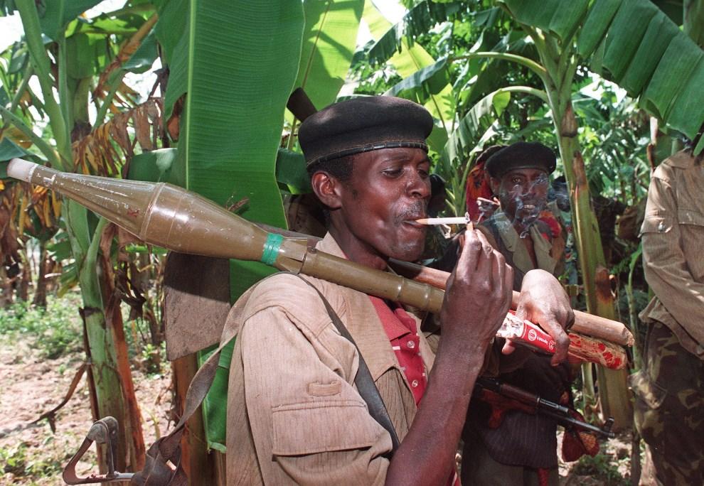 7.RWANDA, Nyanza, 6 czerwca 1994: Tutsi po zakończonej bitwie z Hutu w dystrykcie Gitarama. AFP