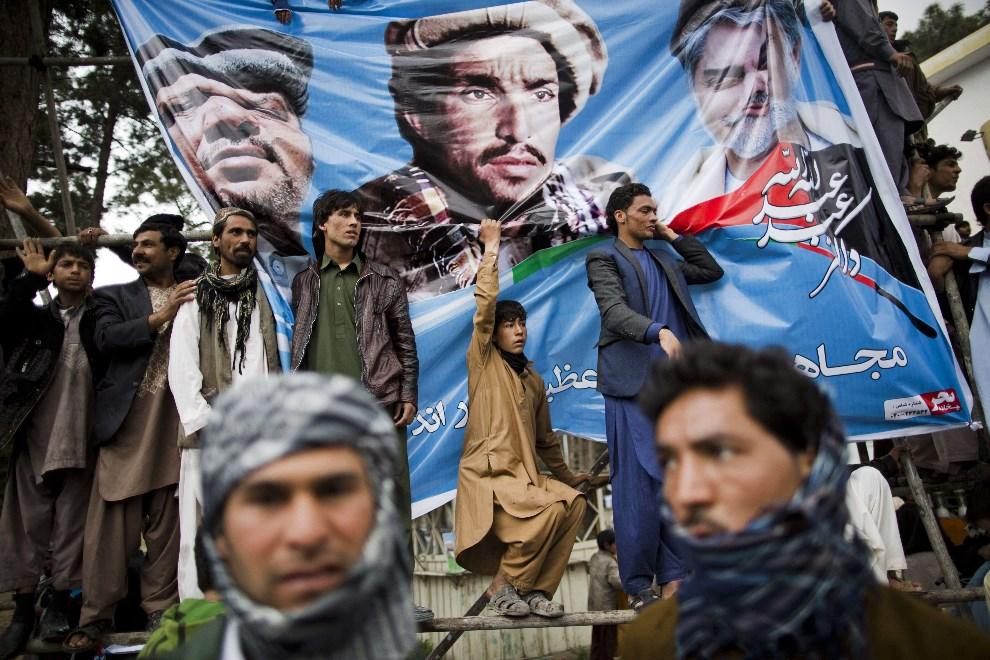 8.AFGANISTAN, Herat, 1 kwietnia 2014: Zwolennicy Abdullaha Abdullaha, kandydata w wyborach prezydenckich. AFP PHOTO/BEHROUZ MEHRI