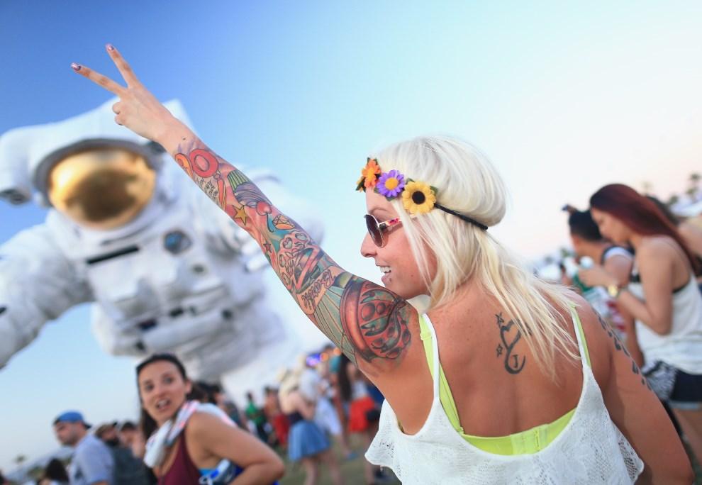 9.USA, Indio, 11 kwietnia 2014: Uczestniczka festiwalu podczas pierwszego dnia imprezy. (Foto: Christopher Polk/Getty Images for Coachella)