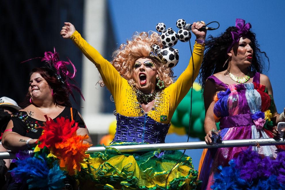 10.BRAZYLIA, Sao Paulo, 4 maja 2014: Uczestnicy Gay Pride Parade w Sao Paulo. (Foto: Victor Moriyama/Getty Images)