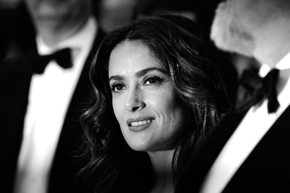 "10.FRANCJA, Cannes, 17 maja 2014: Salma Hayek-Pinault podczas premiery filmu ""Saint-Laurent"". AFP PHOTO / ALBERTO PIZZOLI"