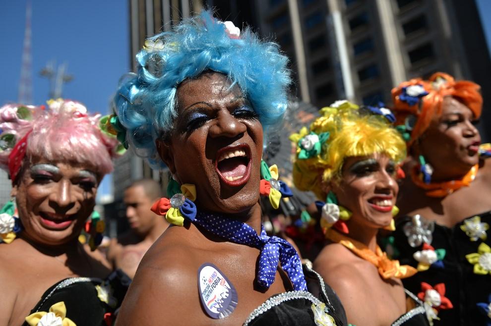 12.BRAZYLIA, Sao Paulo, 4 maja 2014: Uczestnicy Gay Pride Parade w Sao Paulo. AFP PHOTO/Nelson ALMEIDA