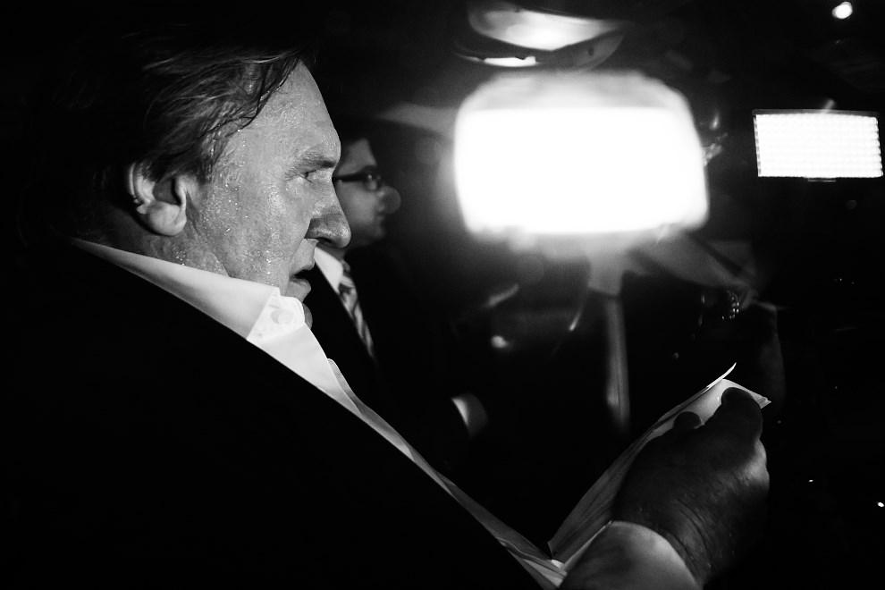 """13.FRANCJA, Cannes, 17 maja 2014: Gerard Depardieu opuszcza przyjęcie po premierze filmu """"Welcome to New York"""". AFP PHOTO / BERTRAND LANGLOIS"""