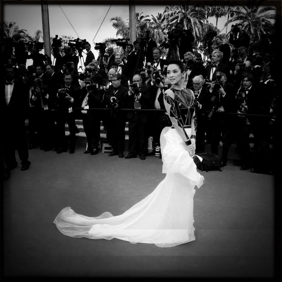 15.FRANCJA, Cannes, 14 maja 2014: Zhang Ziyi przybywa na ceremonię otwarcia. AFP PHOTO / VALERY HACHE