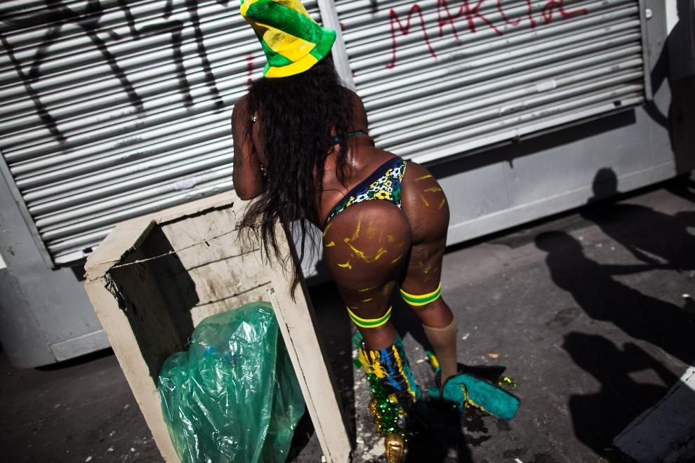 16.BRAZYLIA, Sao Paulo, 4 maja 2014: Uczestniczka Gay Pride Parade w Sao Paulo. (Foto: Victor Moriyama/Getty Images)