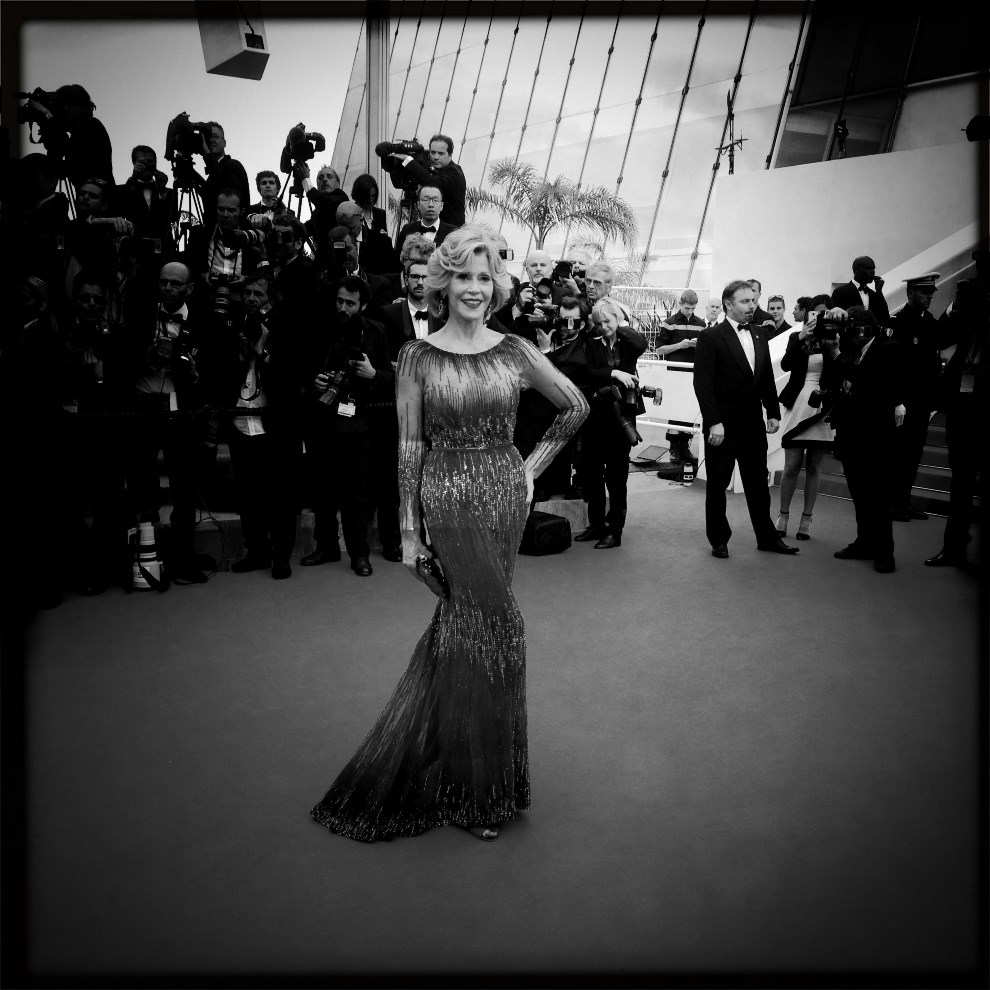 16.FRANCJA, Cannes, 14 maja 2014: Jane Fonda przybywa na ceremonię otwarcia. AFP PHOTO / VALERY HACHE