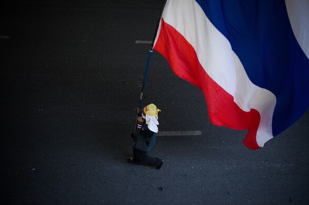 17.TAJALANDIA, Bangkok, 8 maja 2014: Uczestnik antyrządowych protestów. AFP PHOTO / Nicolas ASFOURI