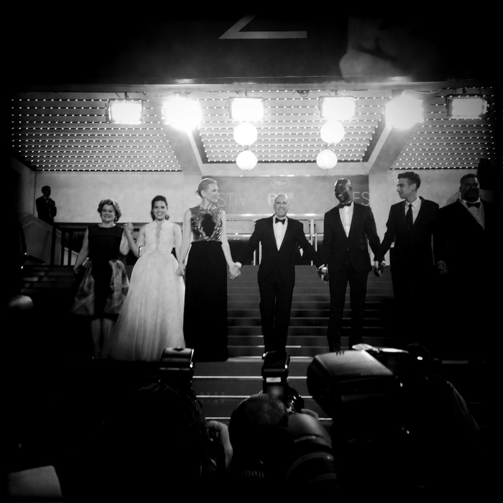 19.FRANCJA, Cannes, 16 maja 2014: Stoją (od lewej): Bonnie Arnold, America Ferrera, Cate Blanchett, Jeffrey Katzenberg, Djimon Hounsou, Jay Baruchel. AFP PHOTO /   VALERY HACHE