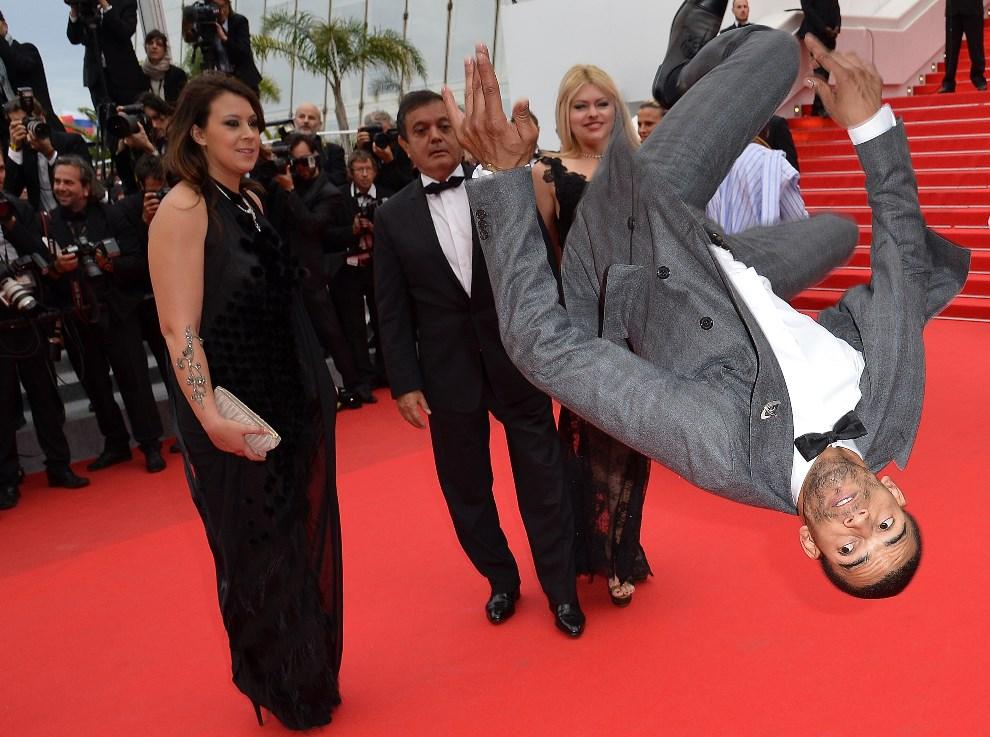 """21.FRANCJA, Cannes, 19 maja 2014:  Brahim Zaibat przed premierą filmu """"Foxcatcher"""". TOPSHOTS/AFP PHOTO / ALBERTO PIZZOLI"""