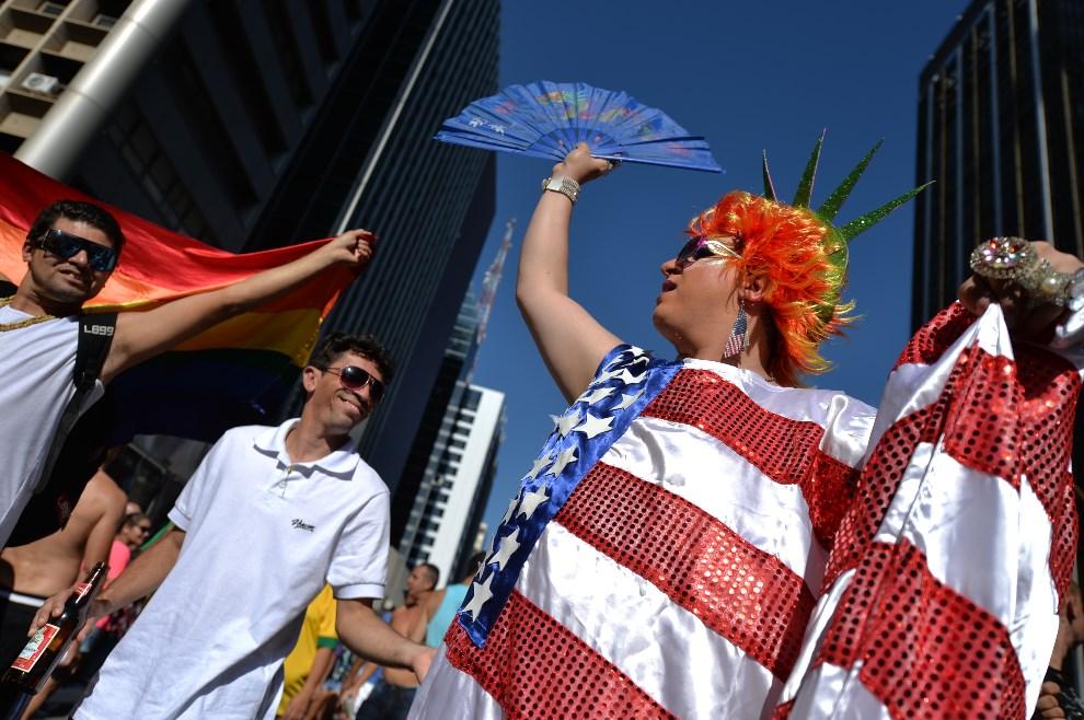 22. BRAZYLIA, Sao Paulo, 4 maja 2014: Uczestnicy Gay Pride Parade w Sao Paulo. AFP PHOTO/Nelson ALMEIDA